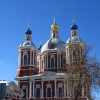 Храм и чистое небо над Москвой :: Андрей Лукьянов