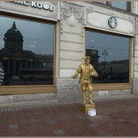 """""""Живая статуя"""" -  во всем золотом :: Вера"""