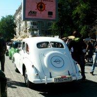 Ретро-парад автомобилей на день города :: Нина Бутко