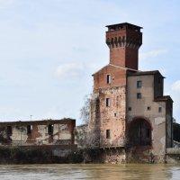 Италия.. город Пиза...Цитадель с башней Гвельфов.. :: Galina Leskova