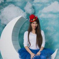 Девушка на луне :: Ксения Черногорова