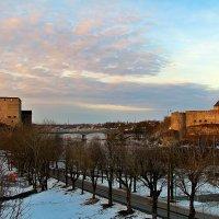 Две крепости, на расстоянии полета стрелы :: Marina Pavlova