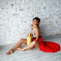 Девушка с вазой :: Дмитрий