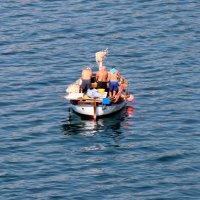 Трое в лодке, не считая.....? :: tatiana