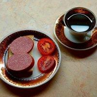 Бутерброд с колбасой и чашка чая :: san05 -  Александр Савицкий