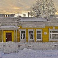 В доме где резной полисад :: Виктор Заморков