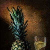 Ананас и бокал с лимоном :: Валерий Голоха