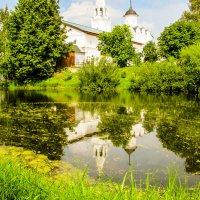 Монастырский пруд :: Юрий Слепчук
