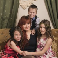Мама троих детей :: Оксана Задвинская
