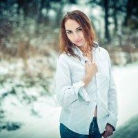 Портрет девушки в рубашке зимой. :: Akkelo _p_