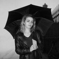 девушка с зонтиком :: Юрий Захаров