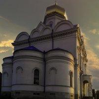 Святой храм в вечерних лучах :: Вячеслав Костюченко