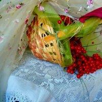 Лукошко с осенней калиной... :: Лидия Бараблина
