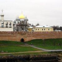 Новгородский кремль со стороны реки Волхов. :: Ирина ***