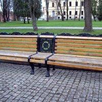 Скамейка в Новгородском кремле. :: Ирина ***