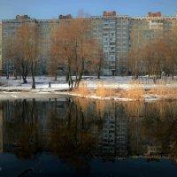 Гляжусь в озера синие... или два дома :: Валентина Данилова