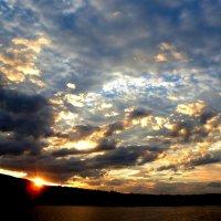 Садилось солнце. Вечер стлался прозрачным кружевом теней... :: Лидия Бараблина