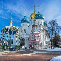 Успенский собор, колодец и часовня :: Юлия Батурина