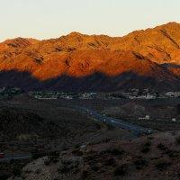 Раннее утро. Жизнь маленького городка Boulder City (60 км от Лас-Вегаса) :: Юрий Поляков