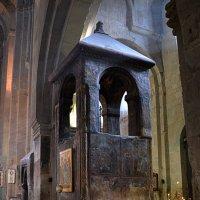 В XVII веке над могилой Св. Сидонии и Животворящим Столпом была установлена башня. :: Anna Gornostayeva