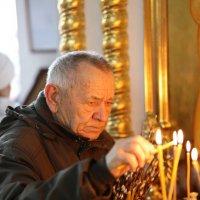 В храме :: Владимир Леликов