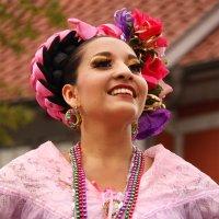 Танцовщица-воплощенье рая! :: Mila .