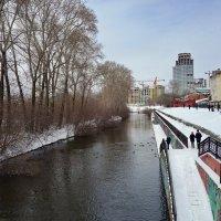 Прогулка по городу в выходные дни. :: Пётр Сесекин