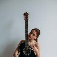 Девушка с гитарой :: Роман Быков