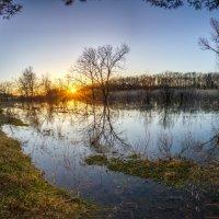 Разливы на закате. :: Владимир M