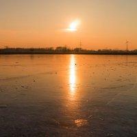 Закат на замерзшем озере :: Анна Удалова