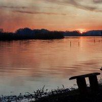 Закат на реке... :: Сергей
