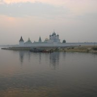 Макарьевский монастырь в тумане :: Надежда