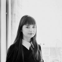 Девушка у окна :: Елена Маслова