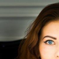 Портрет девушки с голубыми глазами :: Ирина Вайнбранд