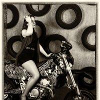 Девушка на мотоцикле :: Виктор Ельников