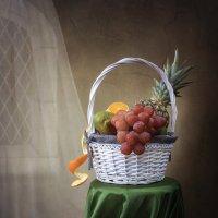 Натюрморт с экзотическими фруктами :: Ирина Приходько