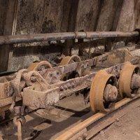 Старая шахтёрская тележка :: Владимир Субботин