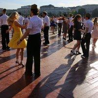 улица танцев :: Олег Лукьянов