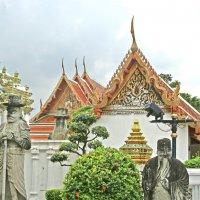 В монастыре Ват Пхо и Храме лежащего Будды :: ИРЭН@ Комарова