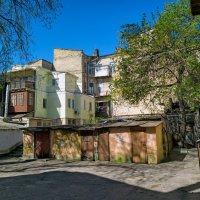 Апрельское утро в одесском дворике. :: Вахтанг Хантадзе