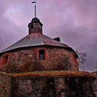 За внушительными стенами... :: Vladimir Semenchukov