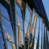 Отражение Эйфелевой Башни... (Лас Вегас, США) :: Юрий Поляков