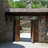 Монастырские ворота.. :: Любовь С.