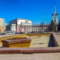 Фонтан скоро заработает... :: Сергей Карачин