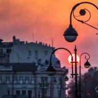 закат в городе :: Олег Семенов