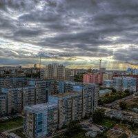 Закат в городе :: Sergey Kuznetcov
