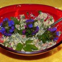 Весенний салатик с медуницей и снытью :: Андрей Заломленков