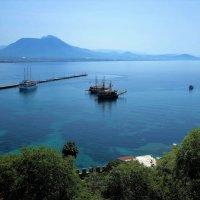 Вид из крепости на порт и причалы... :: Sergey Gordoff
