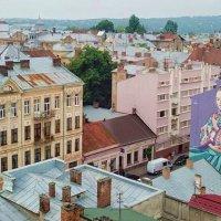 Чернівці до Дня вишиванки розмалювали будинок :: Степан Карачко