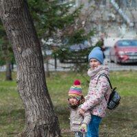 Сёстры на прогулке. :: Serge Lazareff